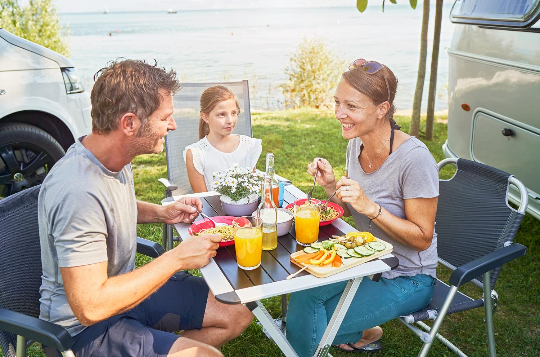 Familie im Campingurlaub